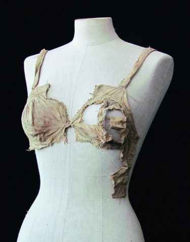 Bust bodice found in Lengberg castle, the end of 15th century (ca 1480 ?), University of Innsbruck, photo University of Innsbruck