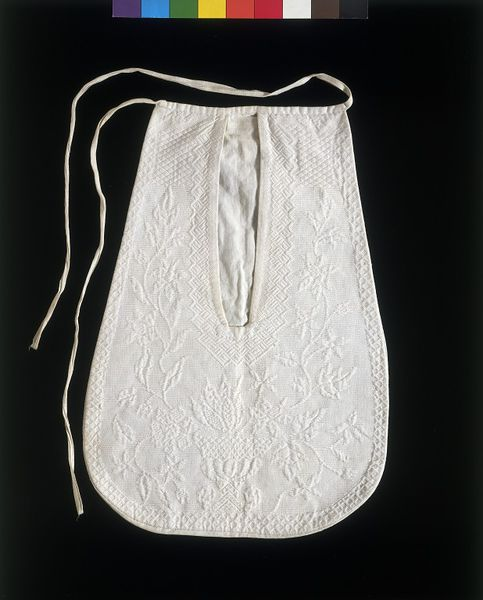 Pocket of linen matelasse, English, 1760-1775, Linen, hand sewn with linen thread, and linen tape, Victoria & Albert Museum, T.150-1970