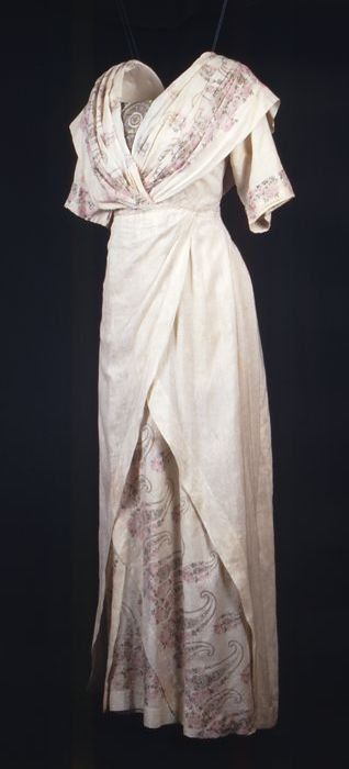 Cream-colored silk dress with paisley print and embroidered tulle bodice insets, 1913-17, Museum Rotterdam