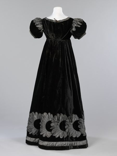 Mourning dress, Scotland, Great Britain, 1823-1825, silk velvet, decorated with silk satin piping and appliqué, Victoria & Albert Museum, T.73-2010