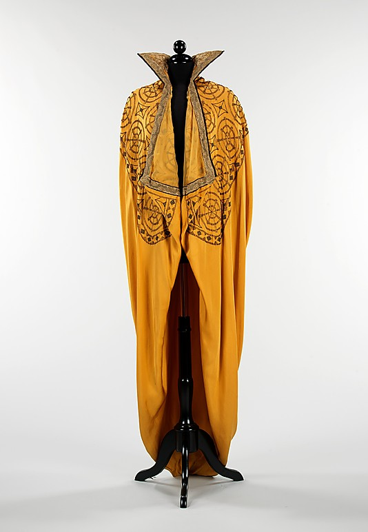 Evening cape, 1910–15, American, silk, metal, Metropolitan Museum of Art, 2009.300.385