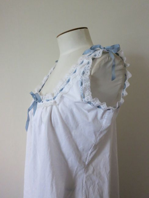 1877 Manet's Nana inspired chemise thedreamstress.com