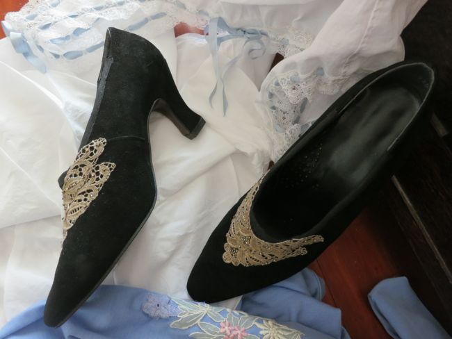 1877 Manet's Nana Louis heeled shoes thedreamstress.com