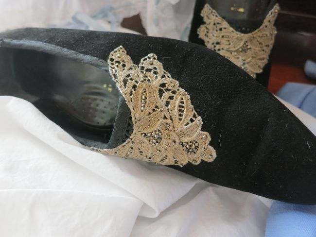Making 1877 Manet's Nana Louis heeled shoes thedreamstress.com