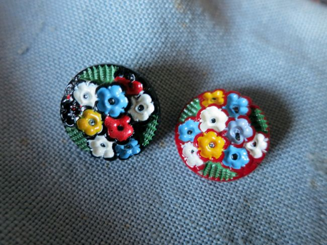 Vintage glass buttons thedreamstress.com
