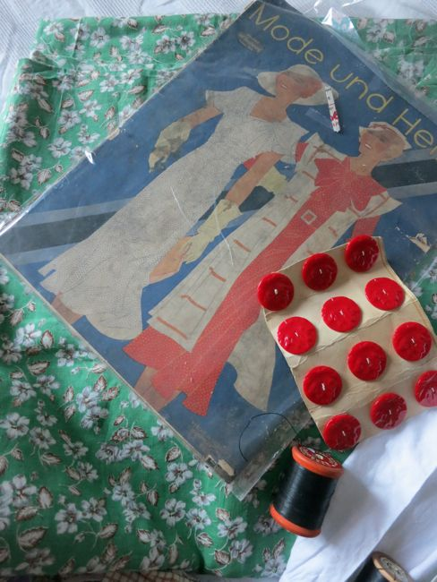 1930s fabric, fashion magazine, and 40s buttons thedreamstress.com