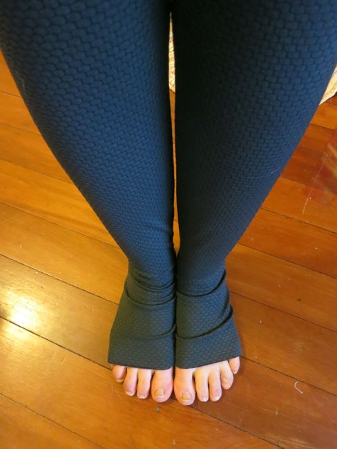 Making leggings using the Cake Espresso Pattern thedreamstress.com