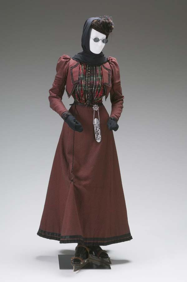 Walking Suit circa 1890-1895 United States Wool, silk taffeta	 Mint Museum, 1983.75.101A-B