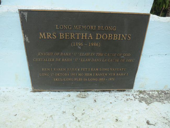 A memorial stone in Bislama for Bertha Dobbins, who brought the Baha'i Faith to Vanuatu