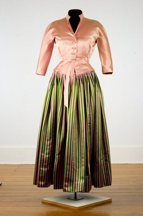 Evening dress by Hattie Carnegie, 1949 New York, Shelburne Museum Worn by the museum's founder to a Hollywood event