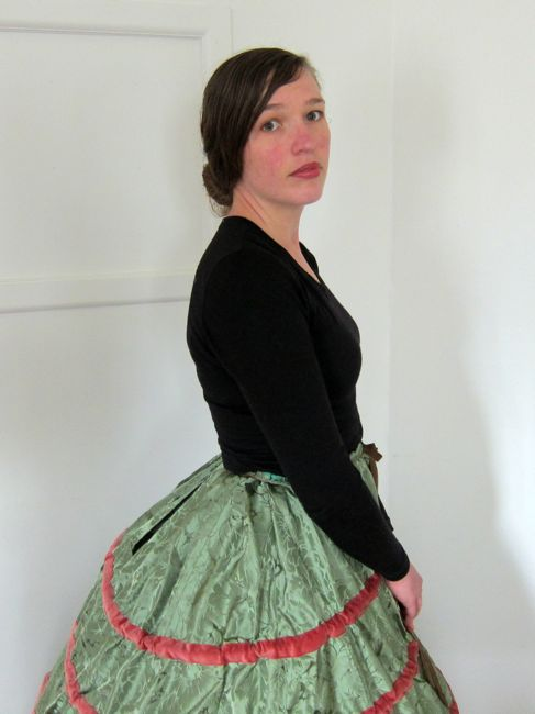 A 1580s farthingale, thedreamstress.com