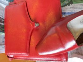 How to stain/dye leather shoes & bags thedreamstress.com