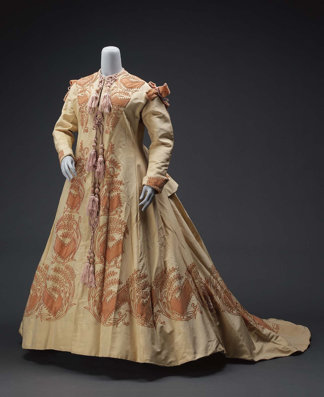 Robe of ribbed silk, American or French 1865–70, MFA Boston, 64.1002
