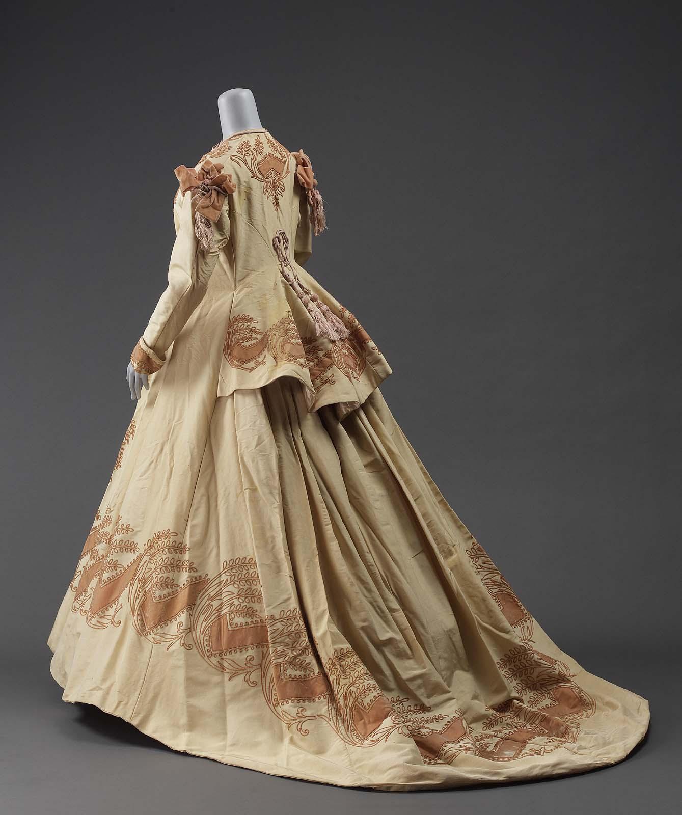Robe of ribbed silk, American or French 1865–70, MFA Boston, 64.1002