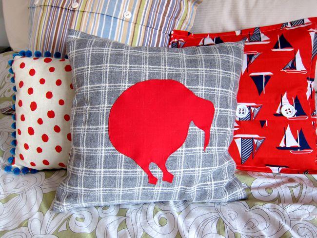 Applique cushion thedreamstress.com