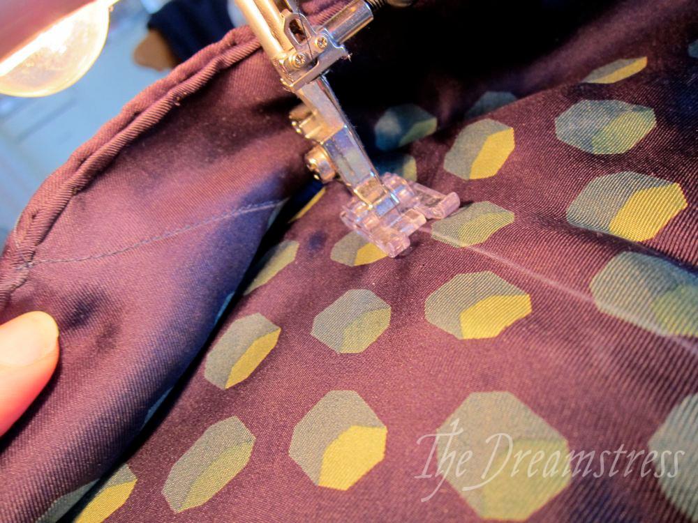How to make a 30s handkerchief halter thedreamstress.com11