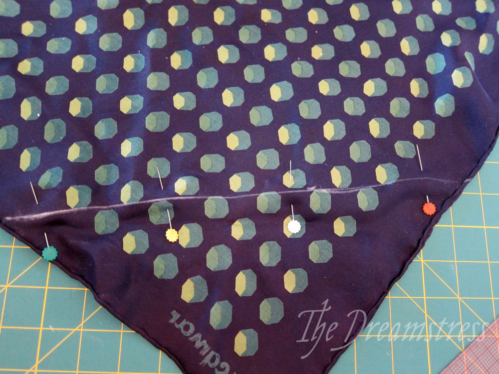 How to make a 30s handkerchief halter thedreamstress.com12