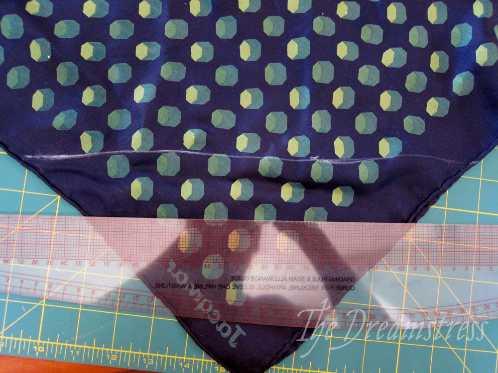 How to make a 30s handkerchief halter thedreamstress.com13