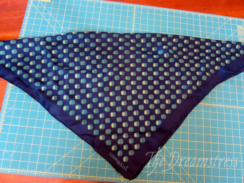 How to make a 30s handkerchief halter thedreamstress.com14