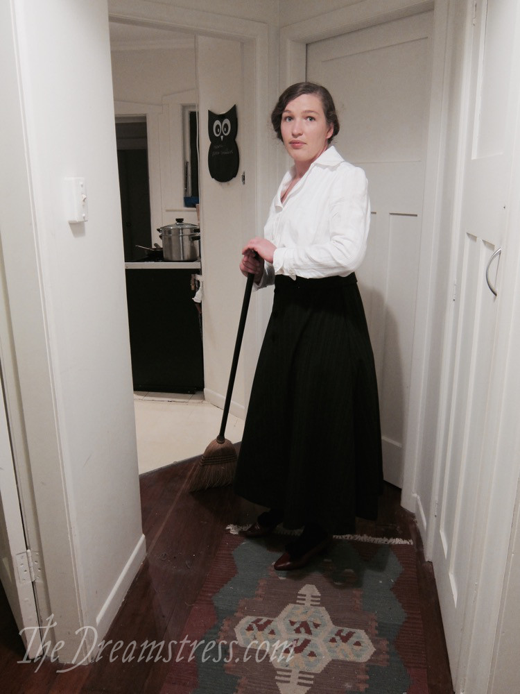 Doing housework in 1910s clothes thedreamstress.com - 1 (1)