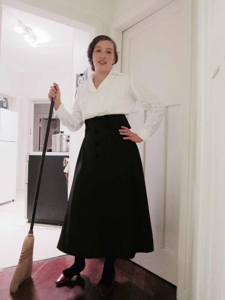 Doing housework in 1910s clothes thedreamstress.com - 2 (1)