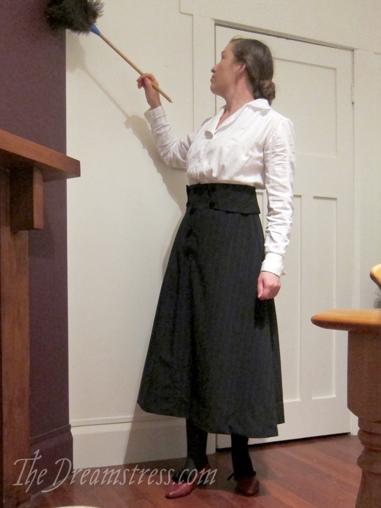 Doing housework in 1910s clothes thedreamstress.com - 2