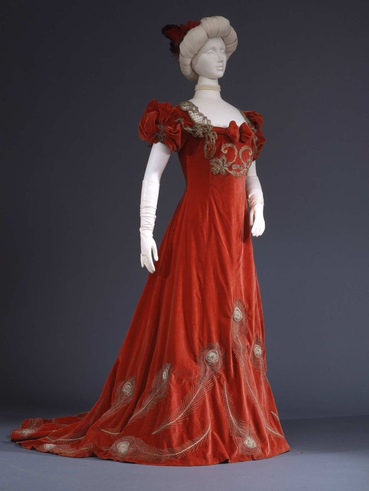 Evening dress in red silk velvet with metal bobbin lace trim, ca. 1902, Galleria del Costume di Palazzo Pitti, 00000192