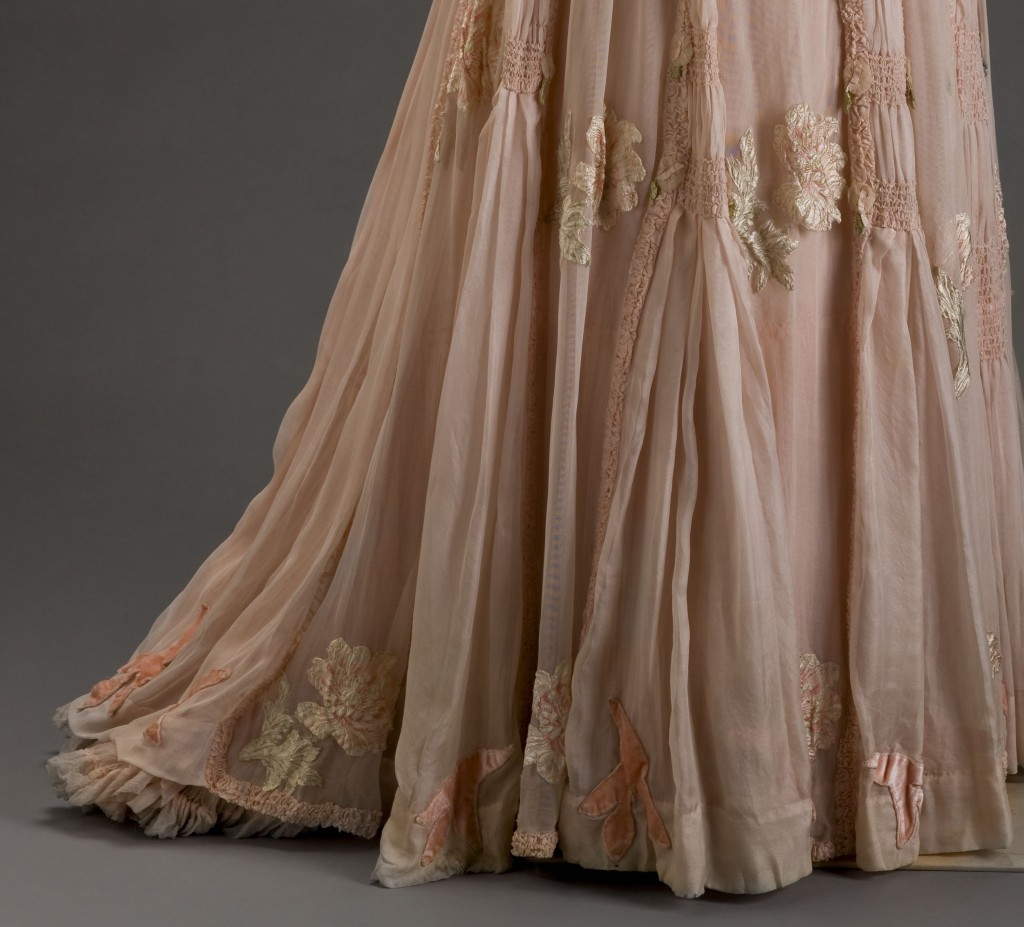 Day Dress in silk and silk velvet, ca. 1906, Girolamo Giuseffi (American, 1864-1934) G. Giuseffi L.T. Company,  Image courtesy of the Indianapolis Museum of Art, 1986.405