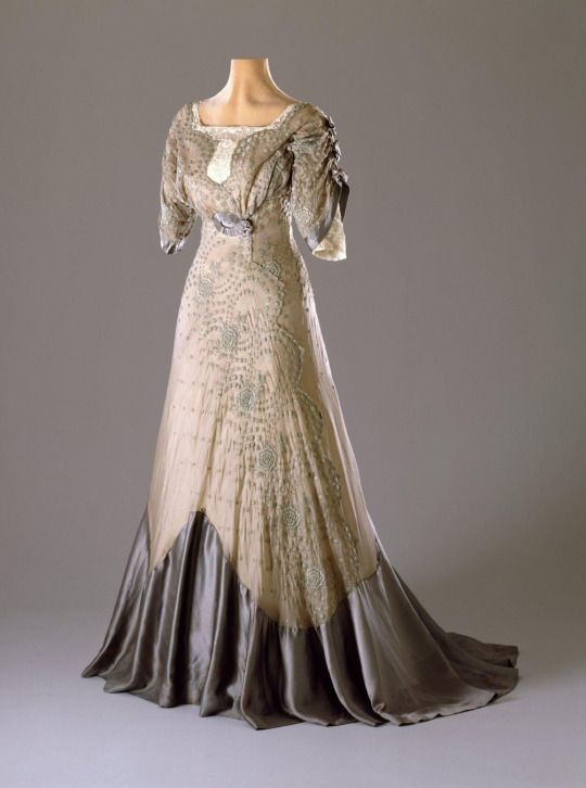 Evening dress, 1909-11, silk & cotton,  From the Hillwood Estate, Museum & Gardens, 48.21