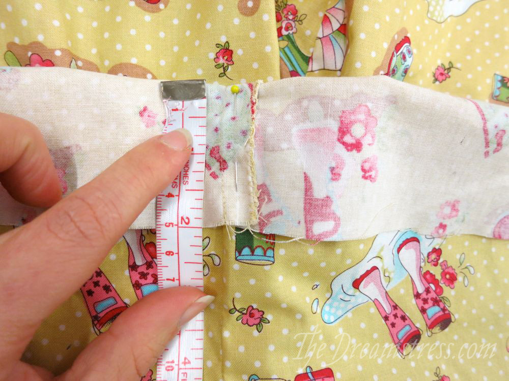 Measuring the back fold
