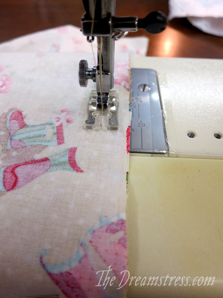 "Sewing with a 1.5cm/ 5/8"" seam allowance"