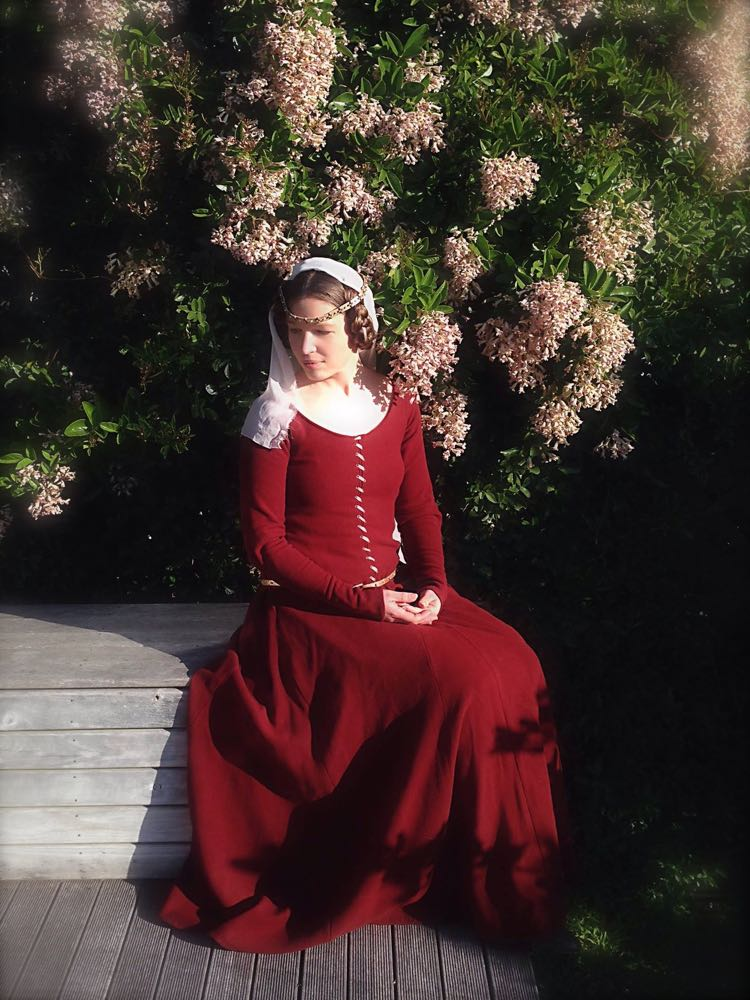 1350s-80s medieval gown from Elizabeth1