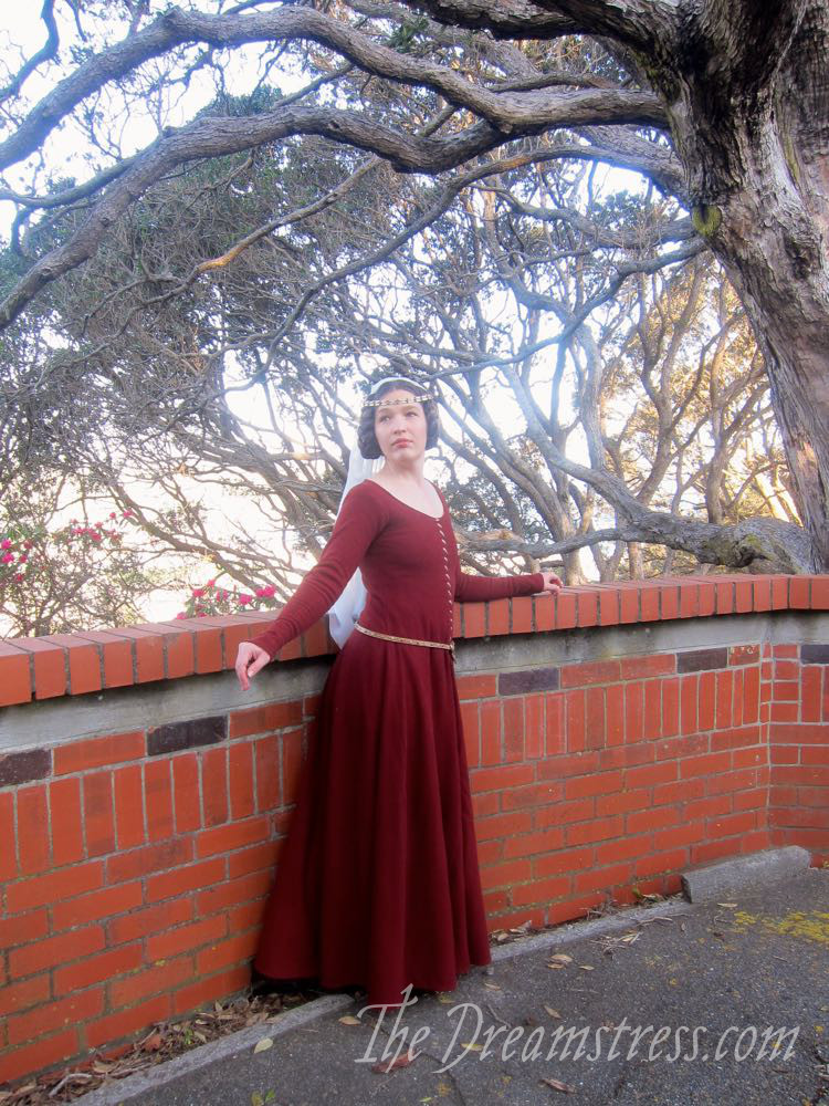 1350s-80s medieval gown thedreamstress.com06