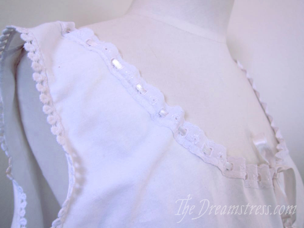 Easy lace edging tutorial thedreamstress.com1