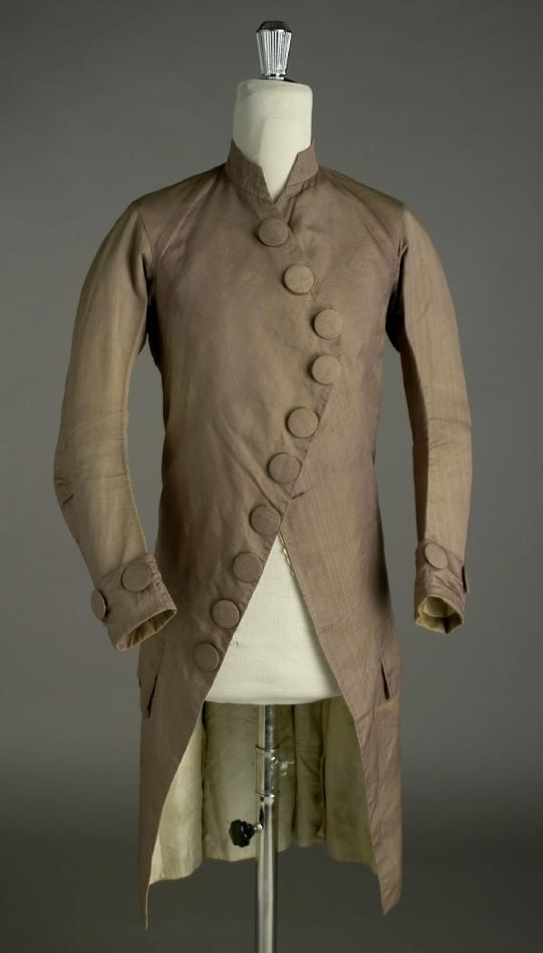 Formal frock coat, 1775-1785. Light brown silk, self-covered buttons. Ceres.mcu.es