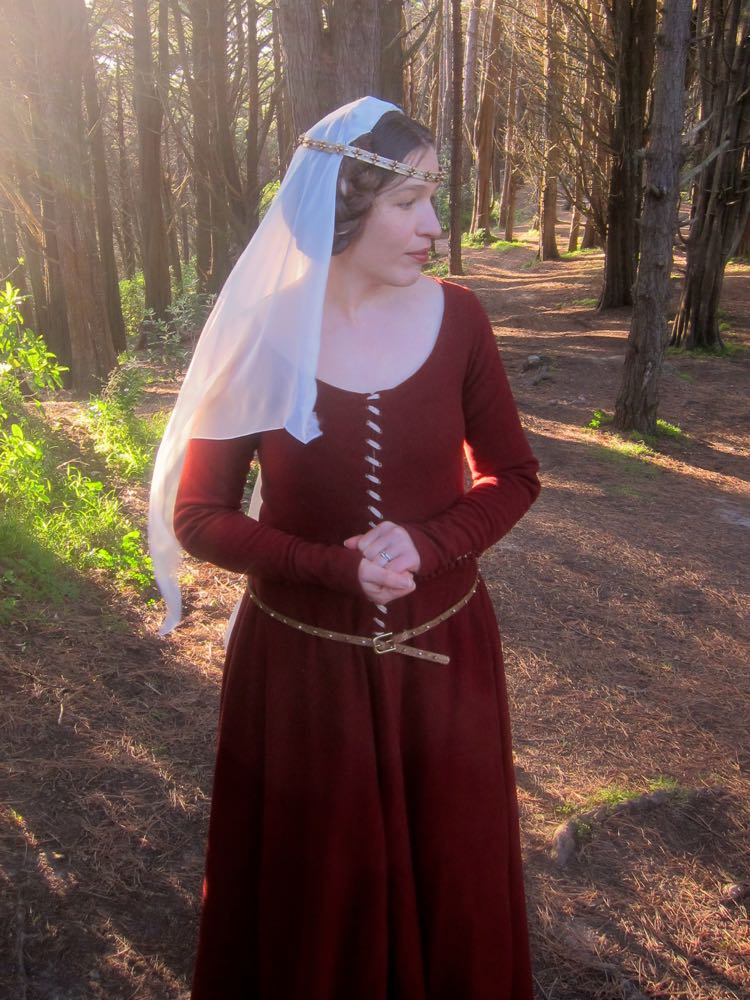 1350s-80s medieval gown thedreamstress.com3