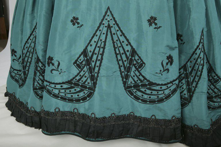 Rate the Dress: 1860s embroidery & steel - The Dreamstress
