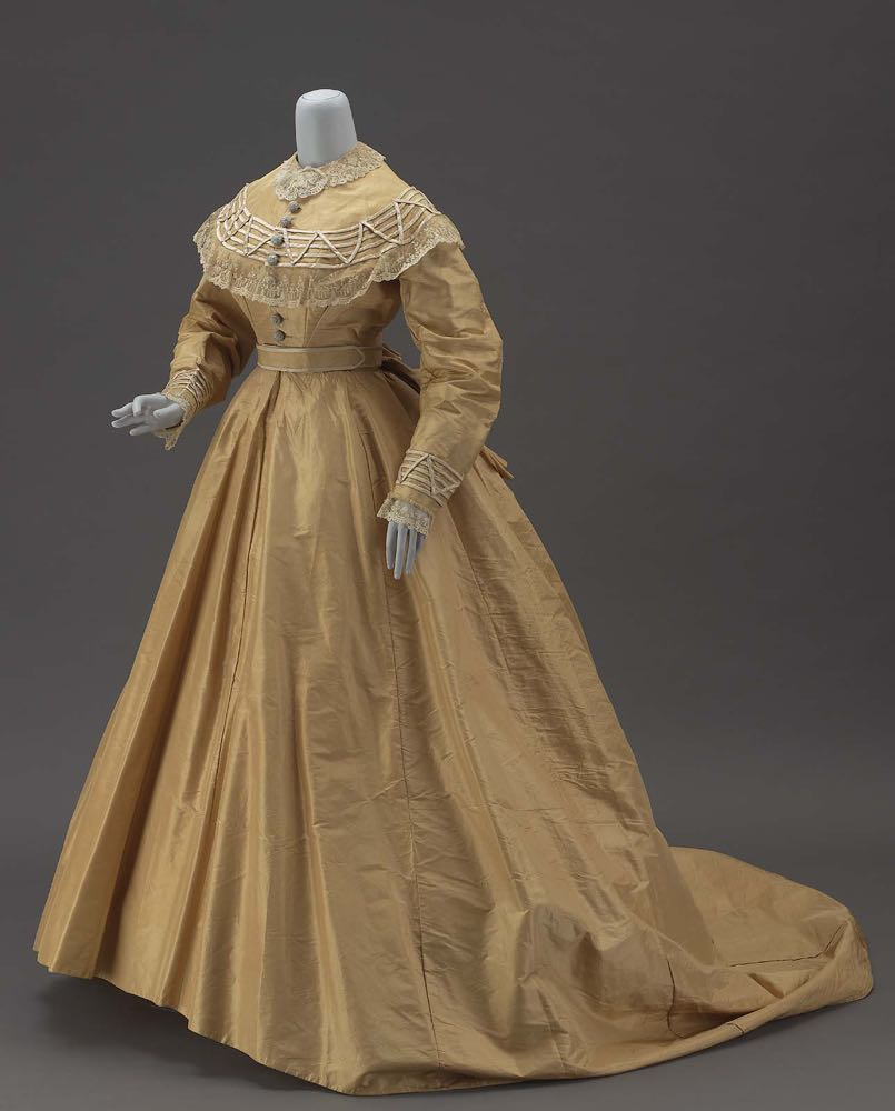Dress in three parts, American, about 1860–65, Silk taffeta lined with glazed muslin, and metal hook and eye closure, MFA Boston, 50.3988b