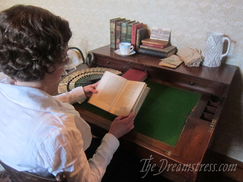 A photoshoot at the Katherine Mansfield Birthplace Museum thedreamstress.com