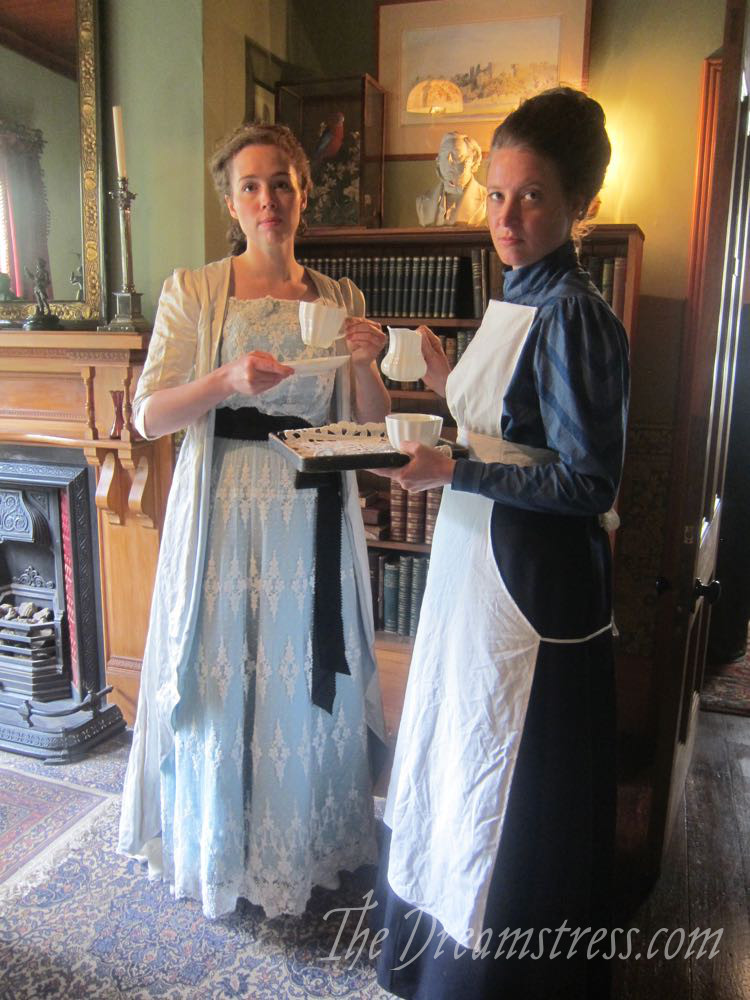 1900s Apron - A photoshoot at the Katherine Mansfield Birthplace Museum thedreamstress.com