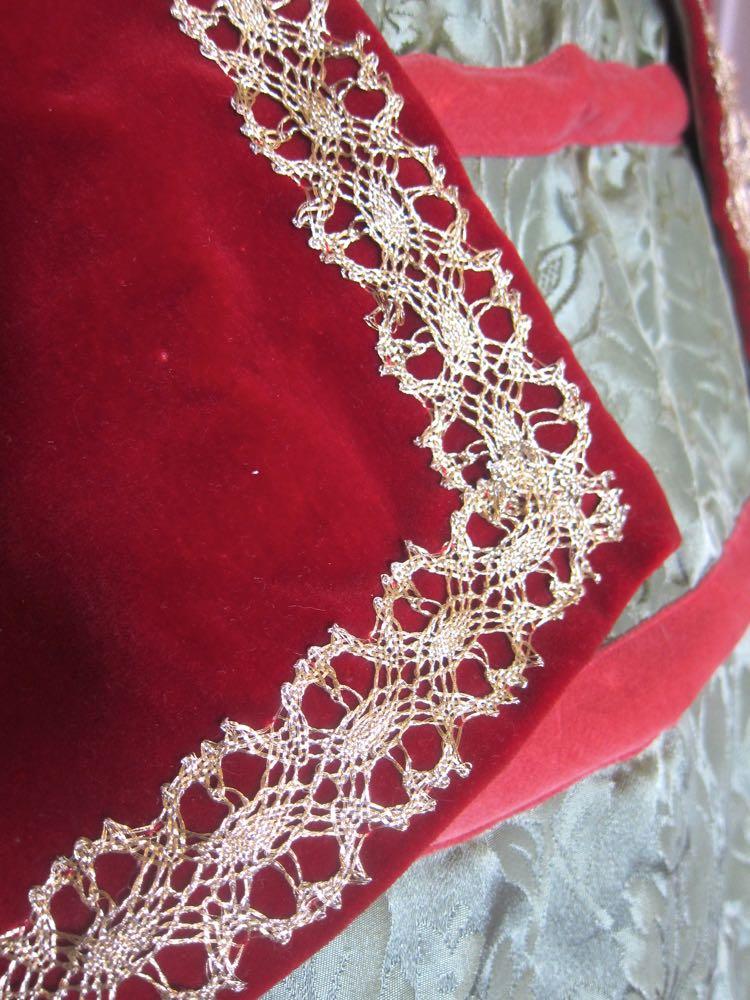 Sewing Elizabethan thedreamstress.com