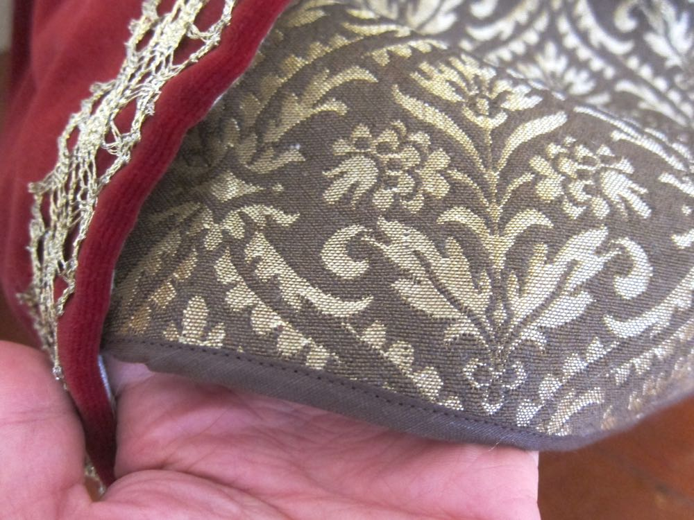 Sewing Elizabethan thedreamstress.com