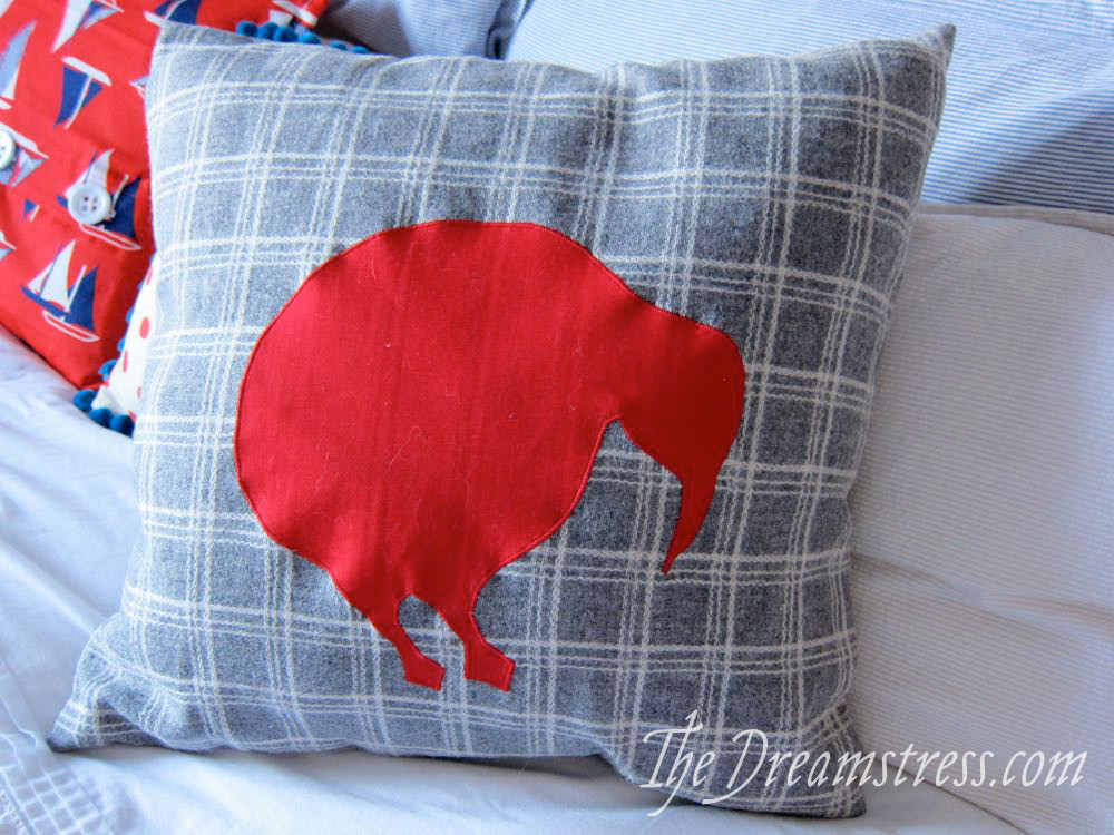 How to sew a cushion cover with an appliqué thedreamstress.com