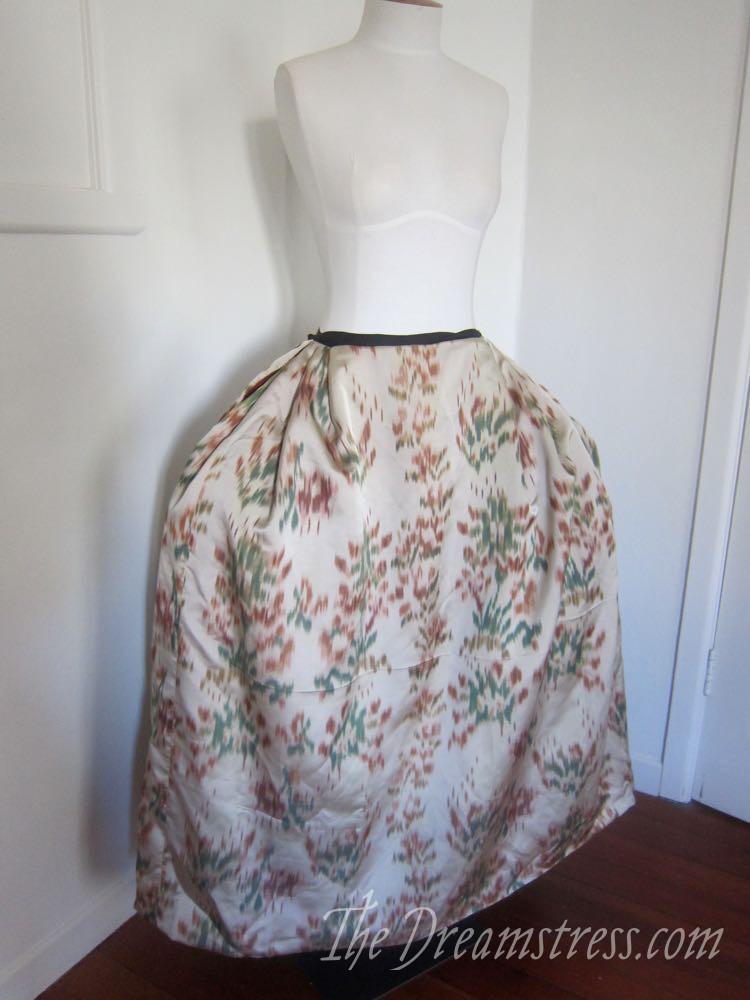 An 18th century chiné a la branche petticoat thedreamstress.com09