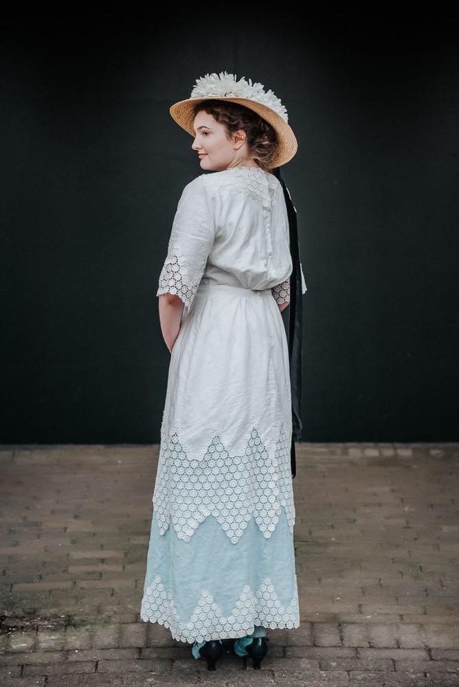 1910s linen & lace dress thedreamstress.com
