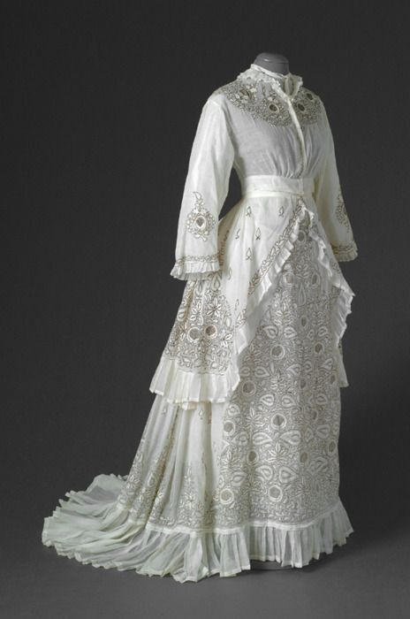 Summer day dress, 1870s, Mode Museum