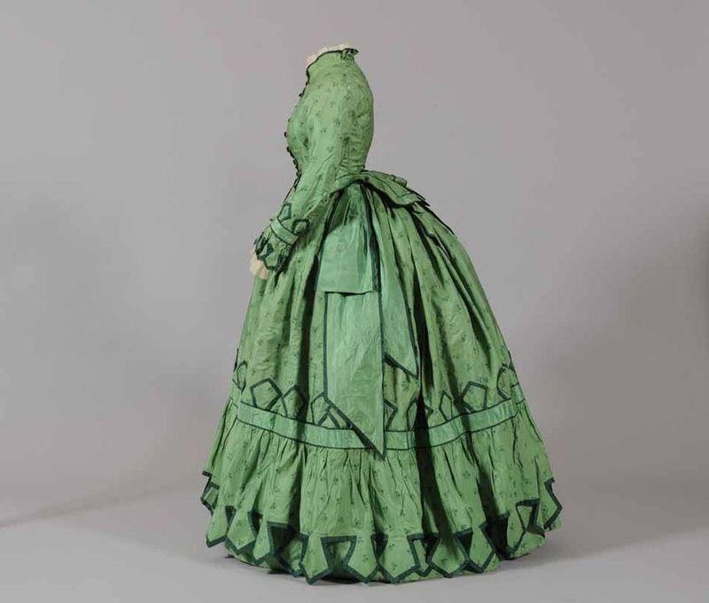 Day dress, silk, 1868, the Musées départementaux de la Haute-Saône via Wikimedia, M0354_1951-4-227_2