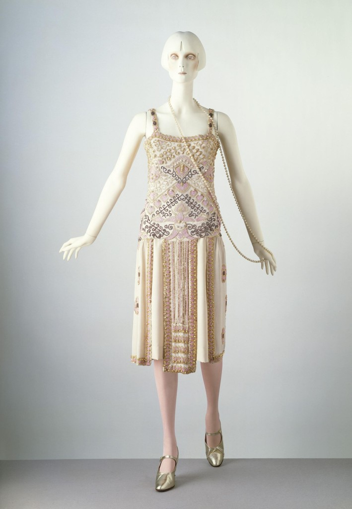 Byzance, Evening dress, Paris, France, 1924, Jean Patou, Silk, embroidered with glass bugle beads and imitation baroque pearls, lined with georgette and fastened with metal hooks and eyes, T.198-1970