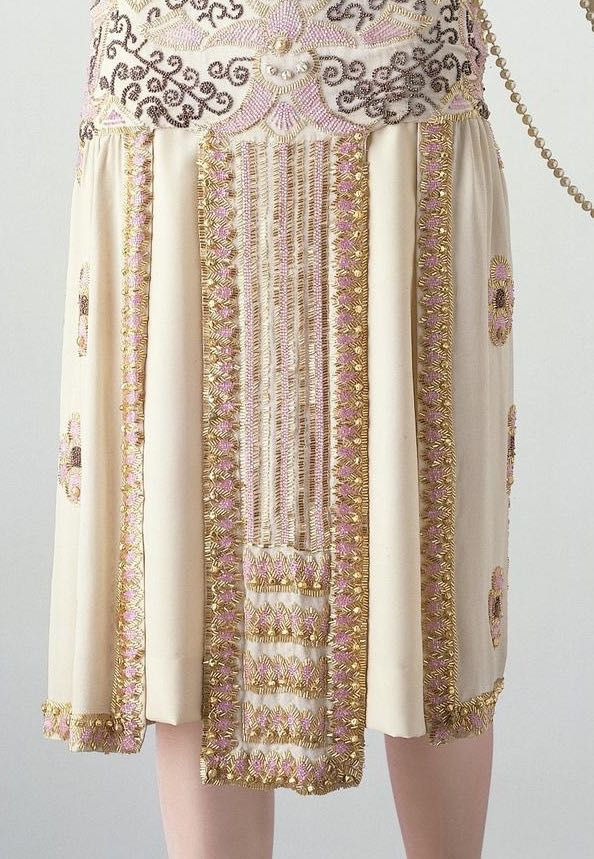 Byzance, Evening dress, Paris, France, 1924, Jean Patou, Silk, embroidered with glass bugle beads and imitation baroque pearls, lined with georgette and fastened with metal hooks and eyes, ©Victoria & Albert Museum, T.198-1970