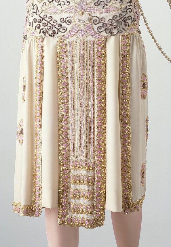 لباس زنانه مجلسی تزیین شده با مروارید